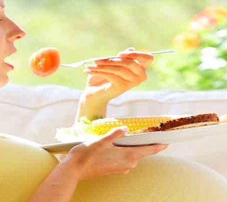 10 غذایی که خانم های باردار نباید بخورند